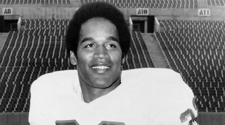 Buffalo Bills running back O.J. Simpson (32), inducted