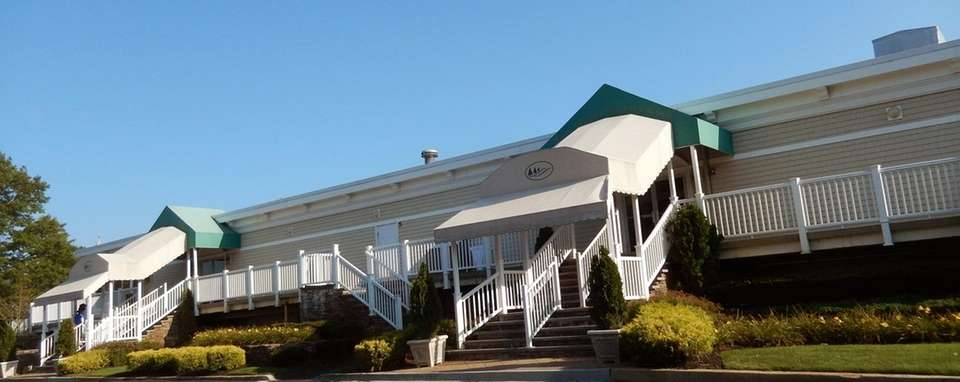 2 Country Club Dr., Manorville, 631-878-4343, reservations (can