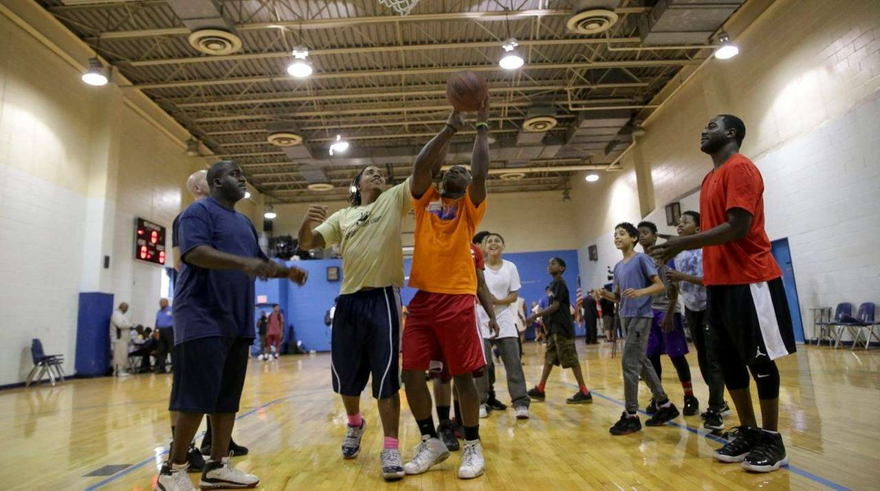 Emmanuel Brewster, 18, in the yellow shirt, tries