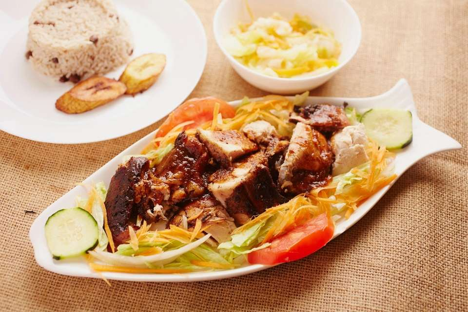 The jerk chicken with steamed vegetables and rice