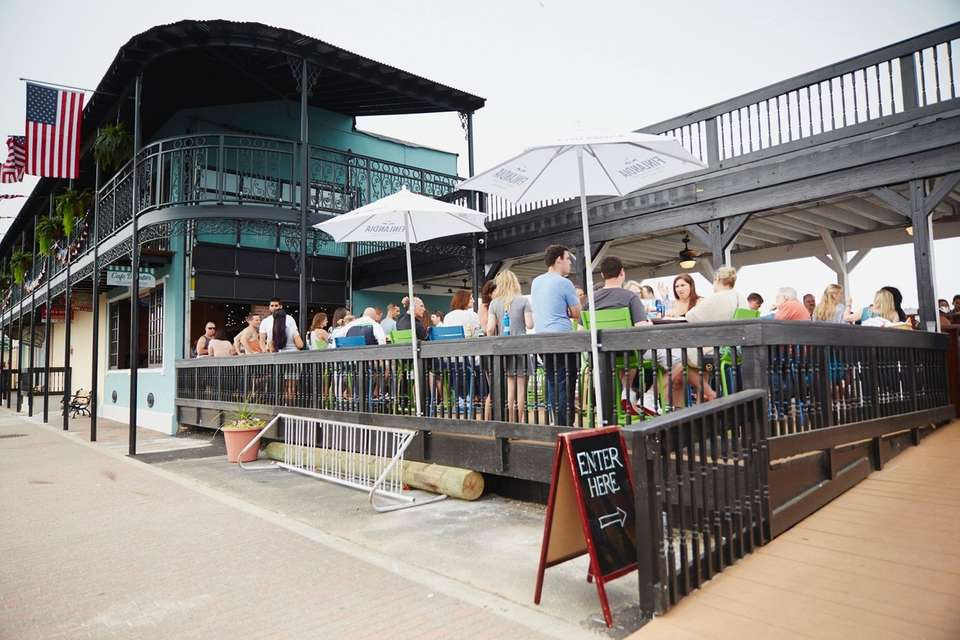Outsie deck, Nawlins Seafood Company, Freeport Nautical Mile,