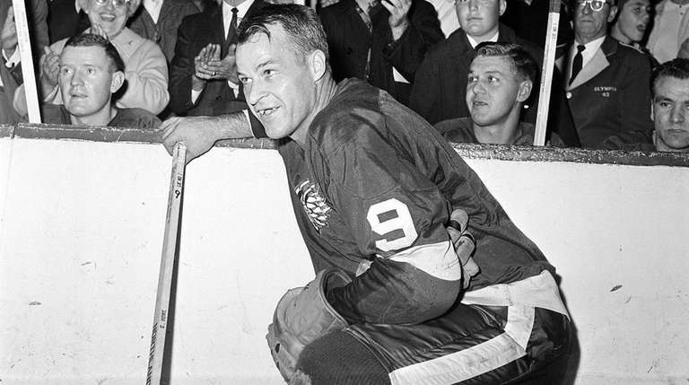 Gordie Howe of the Detroit Red Wings acknowledges