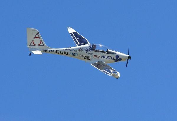 Test pilot Rob Lutz flies the Luminati Aerospace
