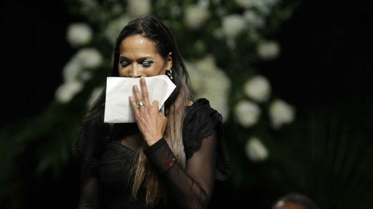 Muhammad Ali's daughter, Rasheda Ali-Walsh, walks off the