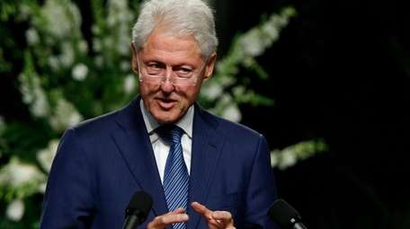 Former President Bill Clinton delivers a eulogy during