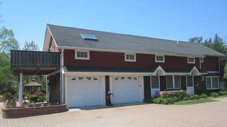A property in Setauket with five houses, including