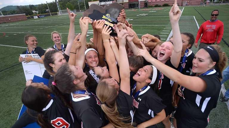 Mount Sinai players hoist the championship plaque following