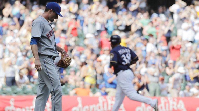 Logan Verrett, left, the Mets' starter Saturday,