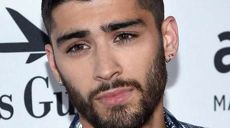 Singer Zayn Malik apologized to fans over the