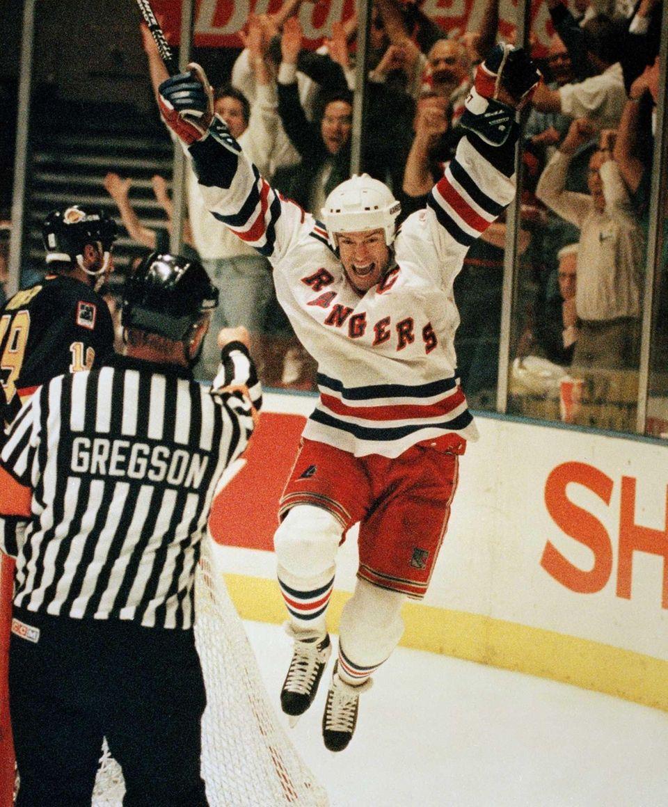 New York Rangers' Mark Messier celebrates his second-period