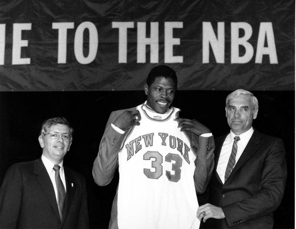 Patrick Ewing accepts his New York Knicks jersey