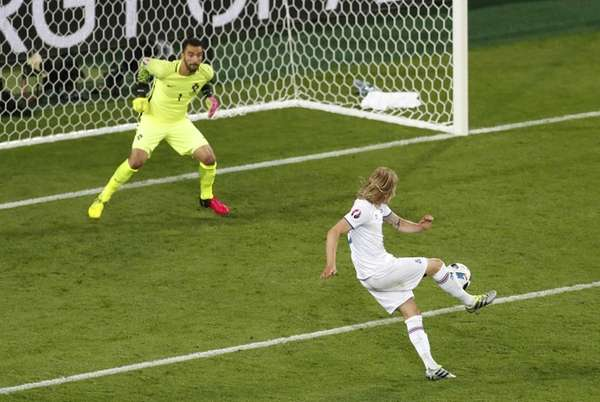 Iceland's Birkir Bjarnason, right, shoots and scores an