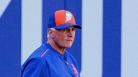 Mets manager Terry Collins takes a stroll through