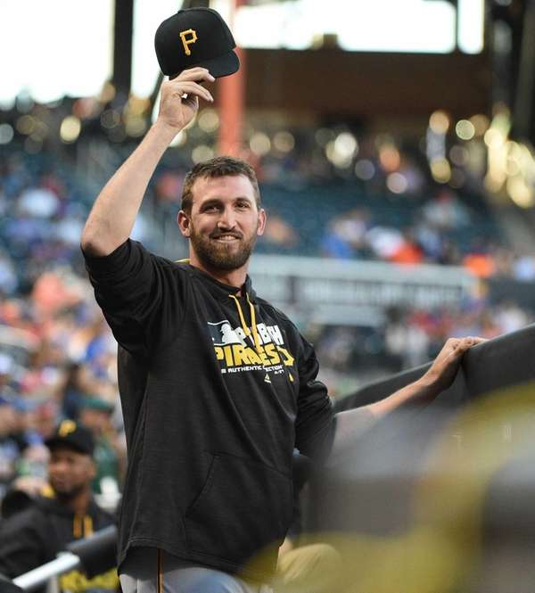 Pittsburgh Pirates pitcher Jonathon Niese tips his cap