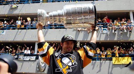 Kris Letang of the Pittsburgh Penguins celebrates during