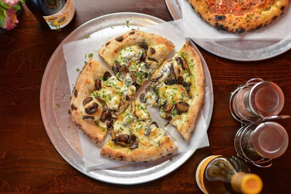 The white funghi pizza at Wild Side Organic