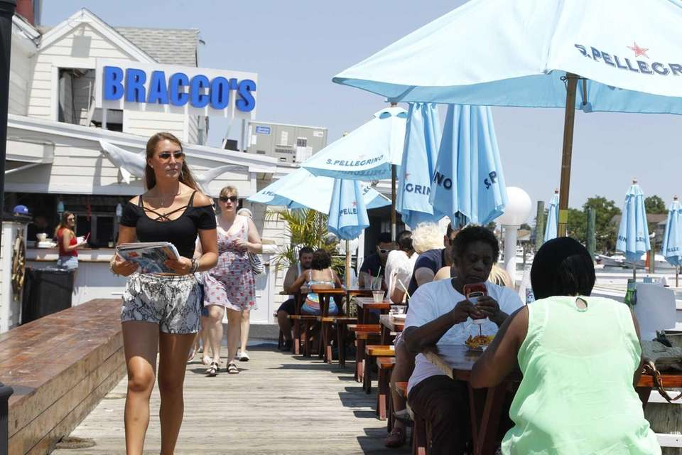 Bracco's Clam and Oyster Bar, Freeport: For prime