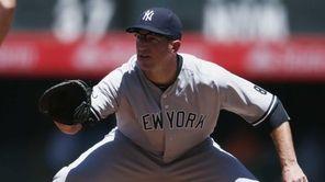 New York Yankees first baseman Ike Davis, right,