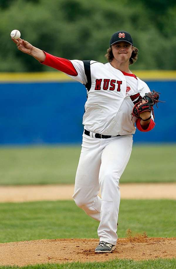 Mount Sinai starting pitcher Sam Kessler struck out