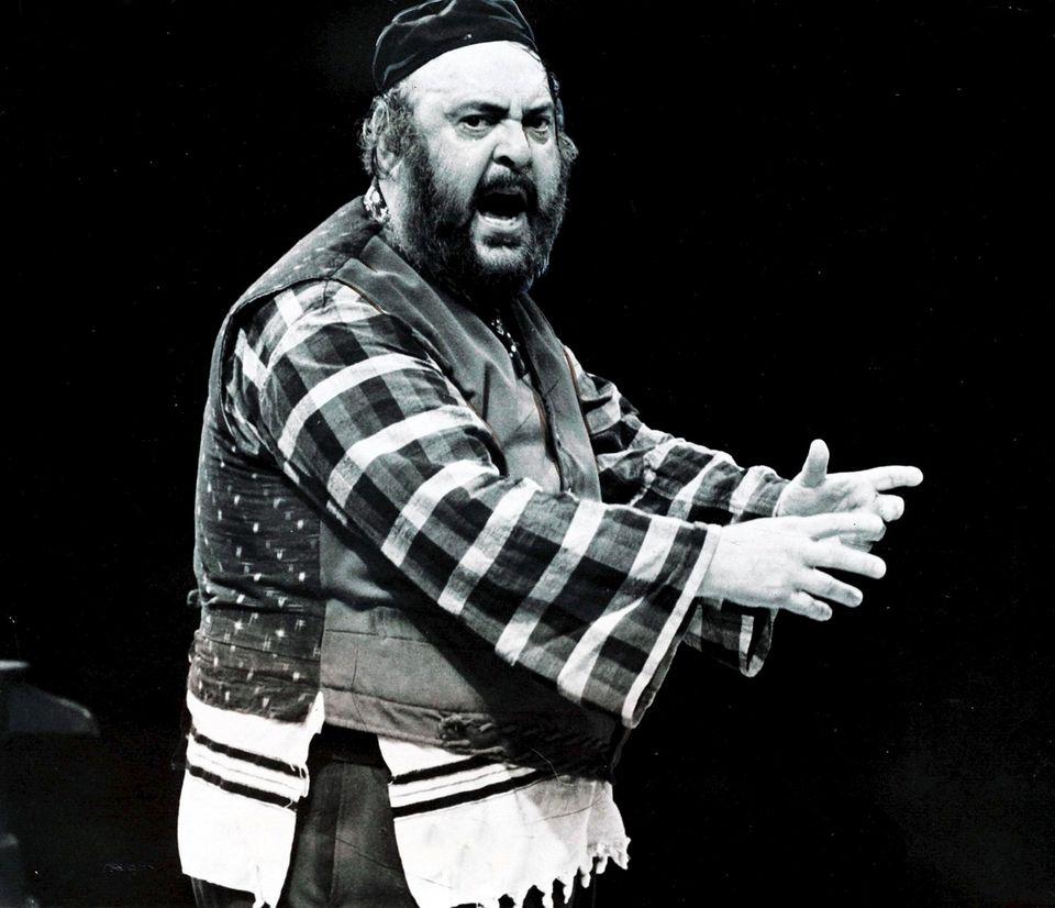 """Zero Mostel, starring as Tevye in """"Fiddler On"""