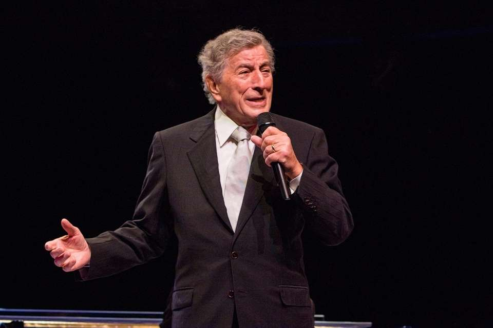 Tony Bennett croons to the crowd at the