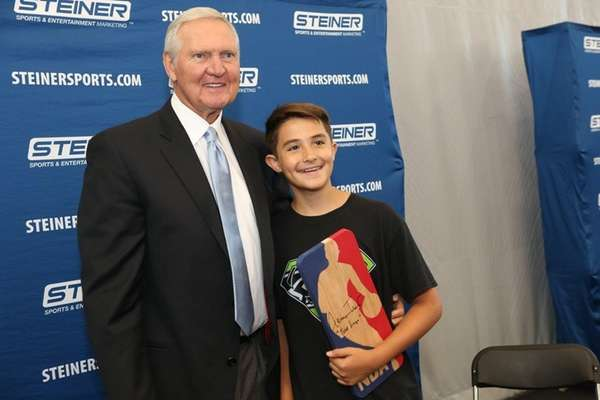 Jerry West poses with Ian Morris as he