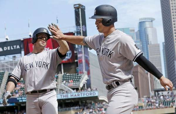 New York Yankees' Brett Gardner, left, congratulates Rob