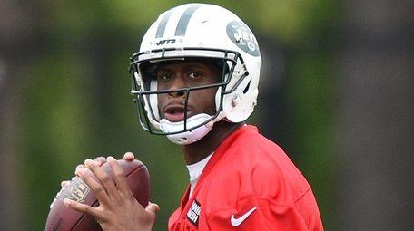 New York Jets quarterback Geno Smith looks to