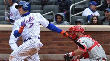 New York Mets catcher Travis d'Arnaud (7) with