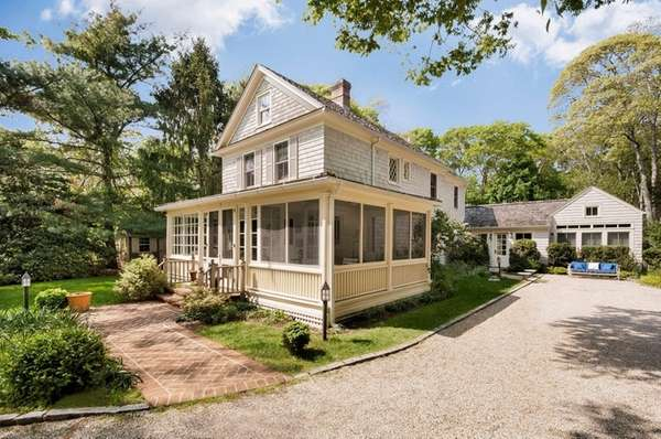This East Hampton farmhouse has an outdoor kitchen