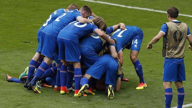 Iceland's players celebrate Jon Dadi Bodvarsson's goal during