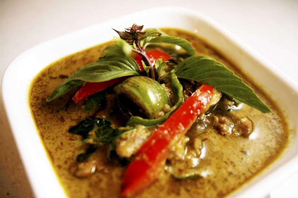 Green curry with beef is served at Sripraphai