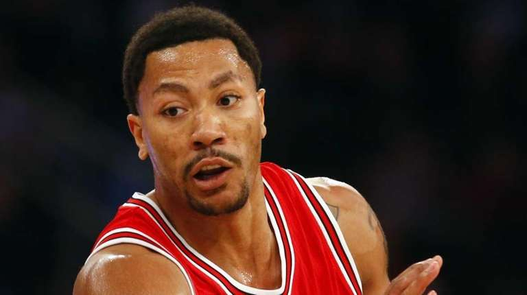 Derrick Rose #1 of the Chicago Bulls drives