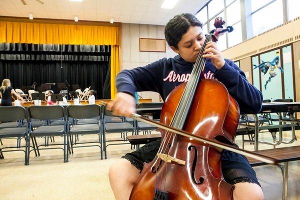 Jennifer Calderon of Copiague gets cello instruction through