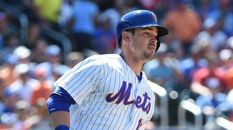 New York Mets left fielder Matt Reynolds rounds