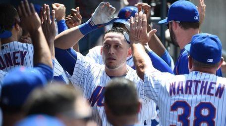 New York Mets shortstop Asdrubal Cabrera is greeted