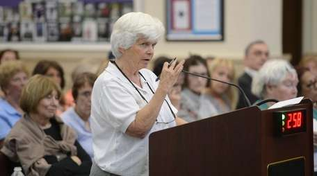 Glen Cove resident Maureen Tracy speaks against the