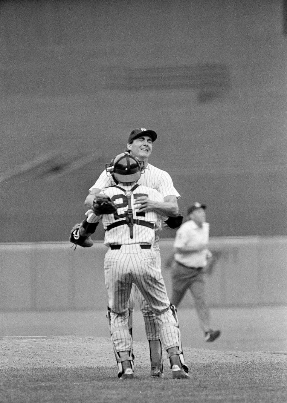 New York Yankees pitcher Dave Righetti jumps into