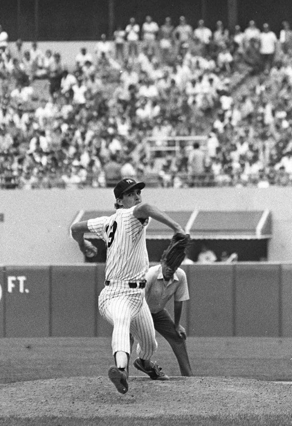Yankees lefthander Dave Righetti pitches the ninth inning