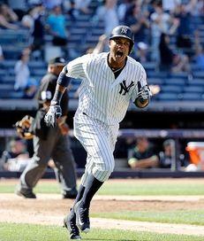 New York Yankees second baseman Starlin Castro (14)