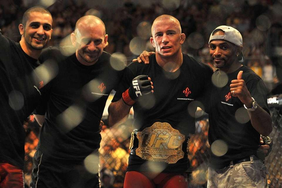 Georges St-Pierre celebrates his victory against Thiago Alves