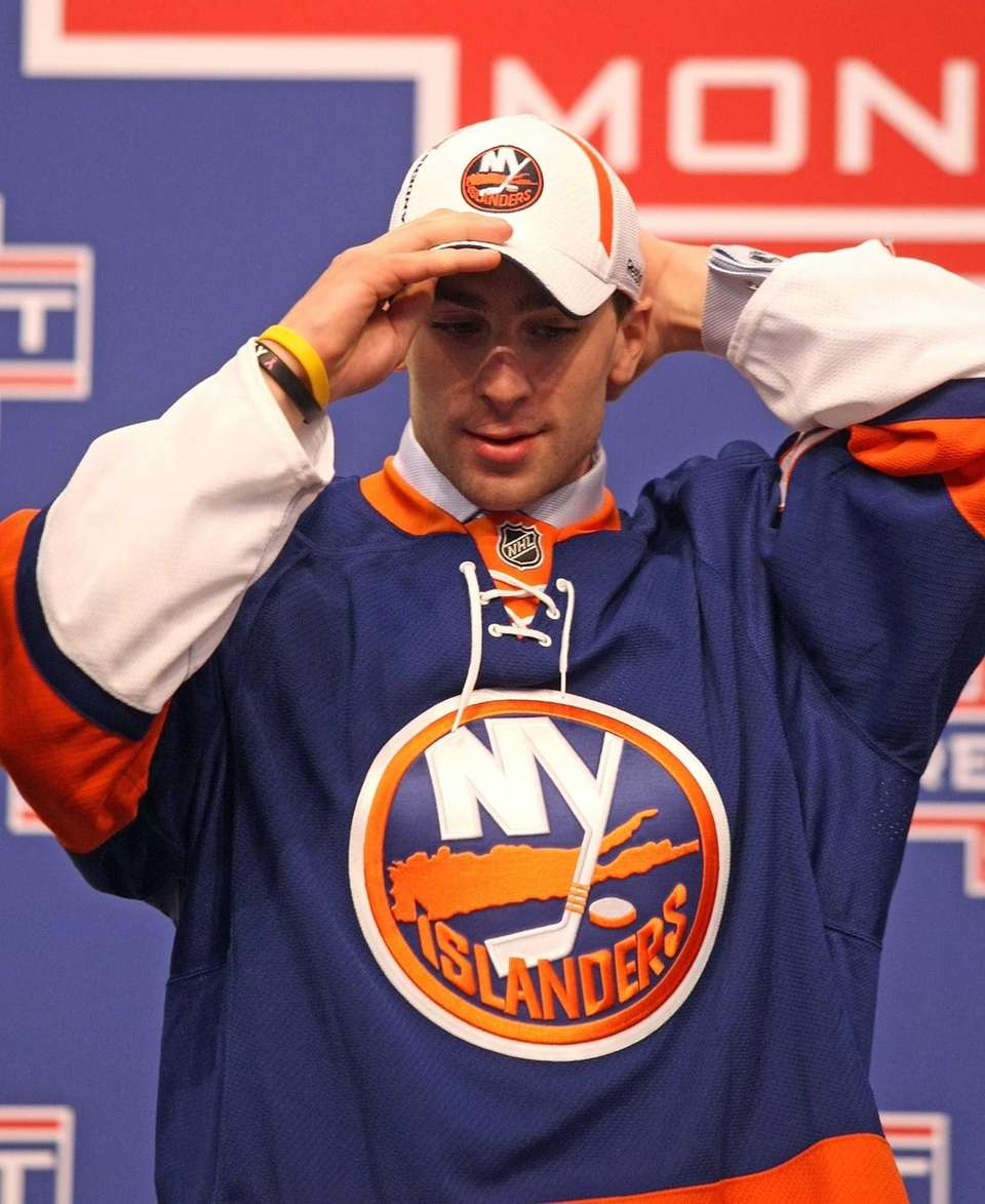 John Tavares puts on his new hat and