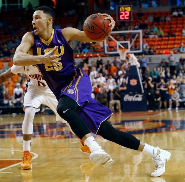 LSU's Ben Simmons drives to the basket against