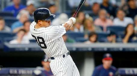 Rob Refsnyder hits an RBI single in the