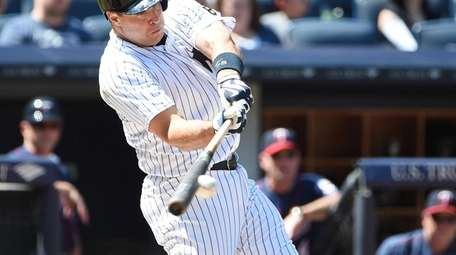 New York Yankees first baseman Mark Teixeira connects