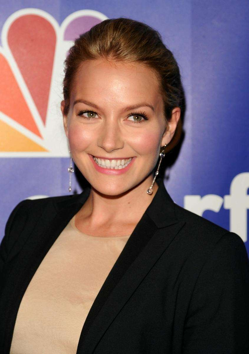 Actress Becki Newton plays Amanda Tanen on