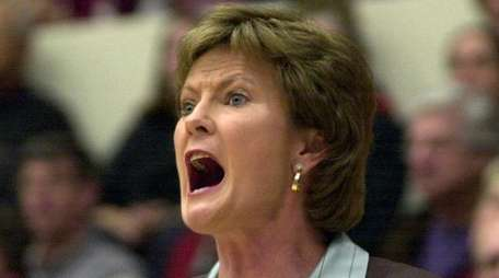 Tennessee women's basketball coach Pat Summitt yells directions