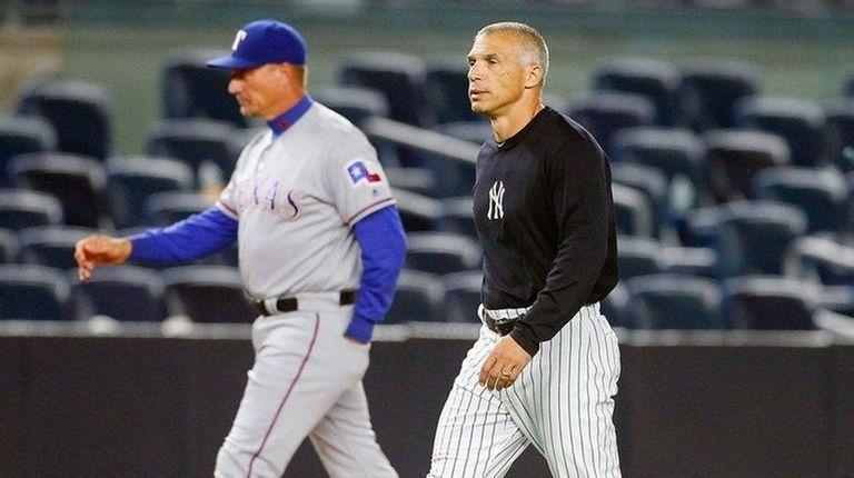 Managers Joe Girardi #28 of the New York