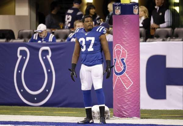 Indianapolis Colts running back Zurlon Tipton warms up