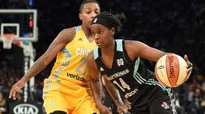 New York Liberty guard Sugar Rodgers drives past